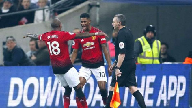 Pemain Manchester United rayakan gol Marcus Rashford.