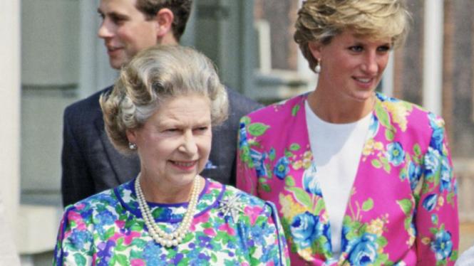 Ratu Inggris dan Puteri Diana.