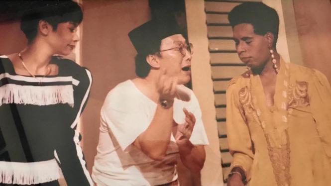 Debby Sahertian, Robby Tumewu, dan Ade Juwita di Lenong Rumpi