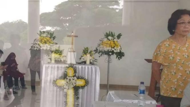 Suasana rumah duka Robby Tumewu