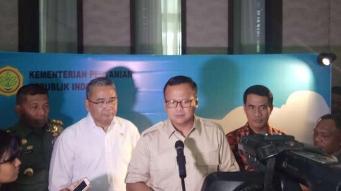 Ketua Komisi IV DPR RI Eddy Prabowo (tengah)