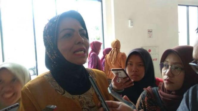 Wakil Ketua Umum Partai Demokrat, Nurhayati Assegaf, berbicara kepada wartawan di Malang, Jawa Timur, Senin malam, 14 Januari 2019.