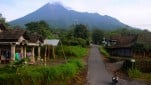 https://thumb.viva.co.id/media/frontend/thumbs3/2019/01/15/5c3cc2b89577a-gunung-merapi_151_85.jpg