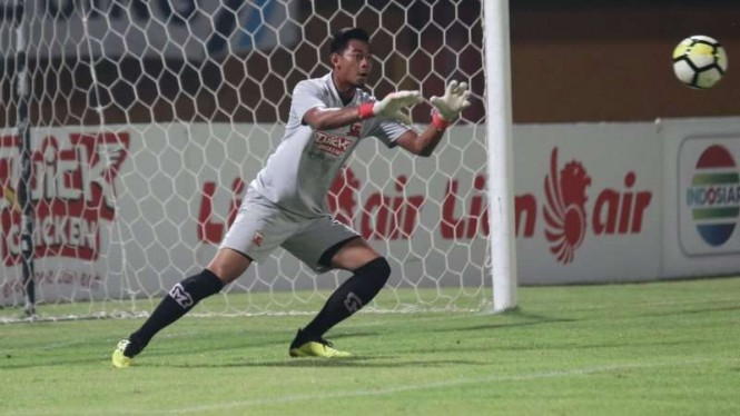 Penjaga gawang Madura United, Satria Tama