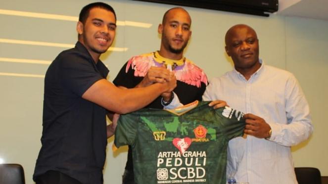 Loris Arnaud resmi diperkenalkan sebagai pemain baru PS Tira