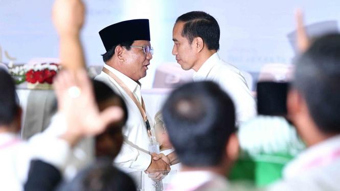 Calon Presiden nomor urut 01, Joko Widodo (kanan) dan Calon Presiden nomor urut 02, Prabowo Subianto (kiri)