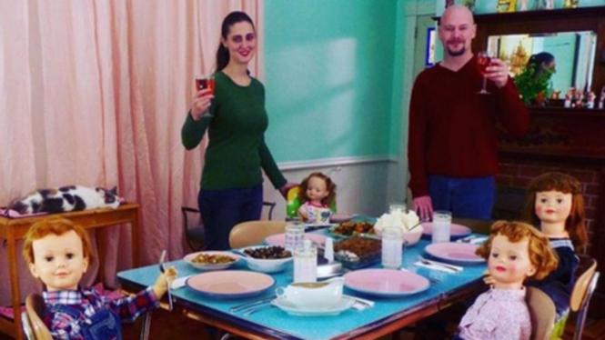 Potret Kehidupan Suami Istri Bersama 30 Anak Dari Plastik