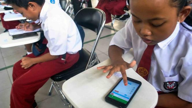 sorot sosial media - akses internet - smartphone
