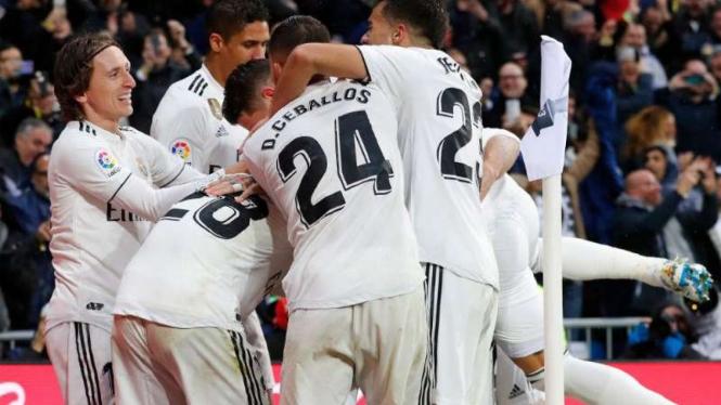 Para pemain Real Madrid rayakan gol.