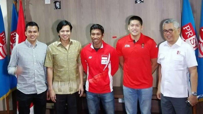 Dua Atlet Polo Air Indonesia, Rezza Auditya Putra dan Ridjkie Mulia (merah).