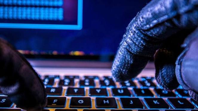 Serangan hacker atau siber.