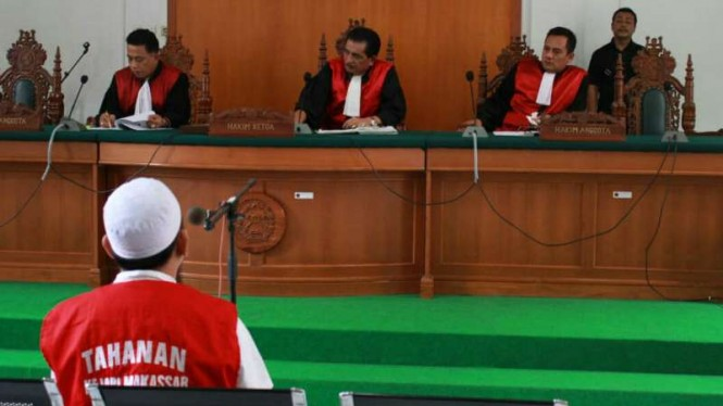 Tersangka Direktur Utama Abu Tours Muhammad Hamzah Mamba di PN Makassar.