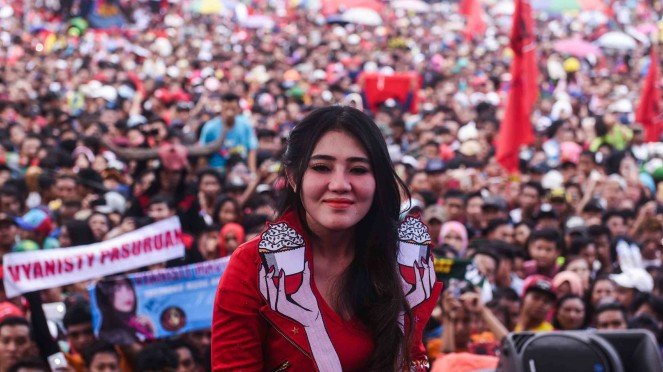 Sorot dangdut via vallen tampil
