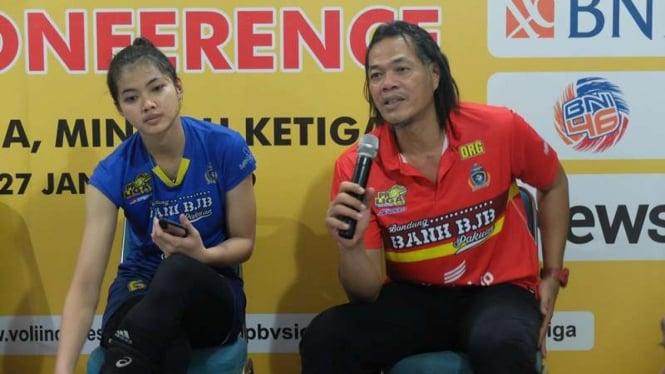 Pelatih BJB, Teddy Hidayat (kanan)