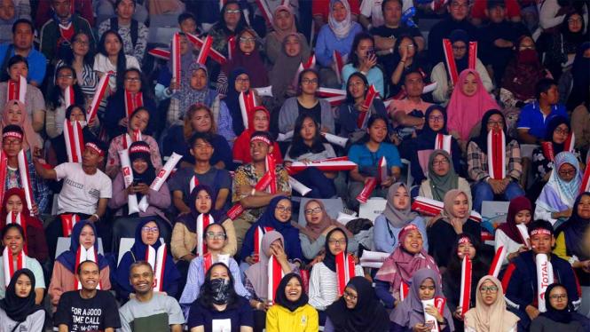 Pendukung pemain bulutangkis Indonesia di Istora Senayan