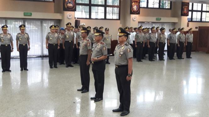 Kabareskrim Komjen Pol Idham Azis mendapat rapor kenaikan pangkat bintang tiga.
