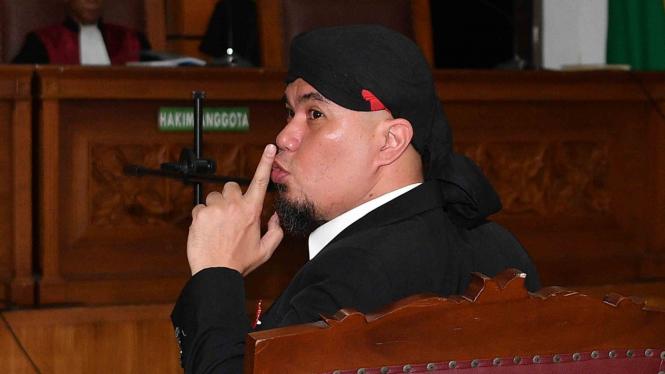 Terdakwa kasus ujaran kebencian Ahmad Dhani menjalani sidang putusan di Pengadilan Negeri Jakarta Selatan, Jakarta, Senin, 28 Januari 2019