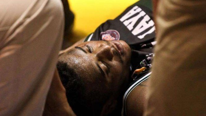 Point Guard Pelita Jaya, Wayne Bradford saat cedera di laga seri 4 Solo IBL 2019
