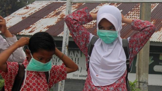 Pembagian Masker Gratis untuk Anak Sekolah. Foto ilustrasi.