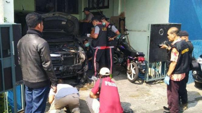 Pembakaran mobil di Kecamatan Candisari Kota Semarang