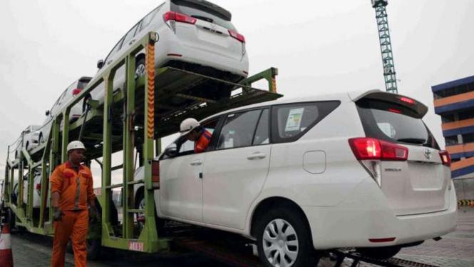 Ekspor mobil buatan Toyota Indonesia