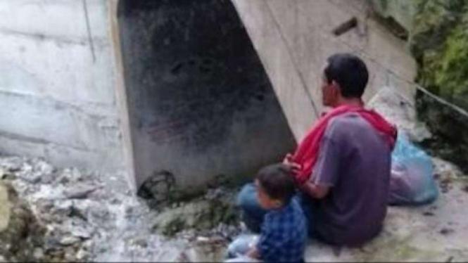 Seorang ayah bersama dua anaknya mencoba bunuh diri
