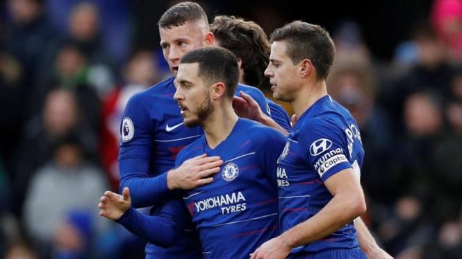 Pemain Chelsea merayakan gol Eden Hazard.