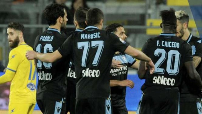 Pemain Lazio rayakan gol.