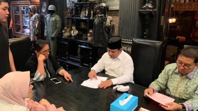 Capres nomor urut 02 Prabowo Subianto temui keluarga Ahmad Dhani