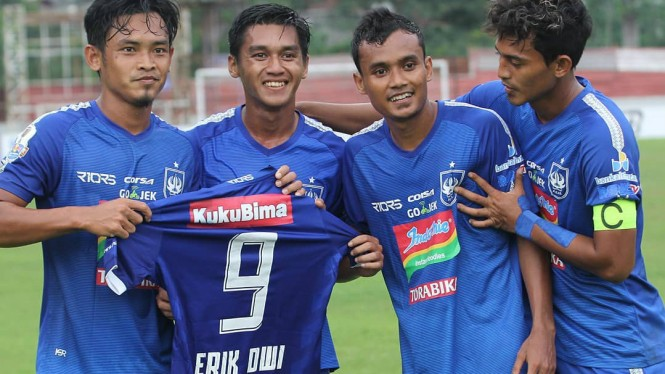 Pemain PSIS merayakan gol ke gawang Persibat di laga Piala Indonesia
