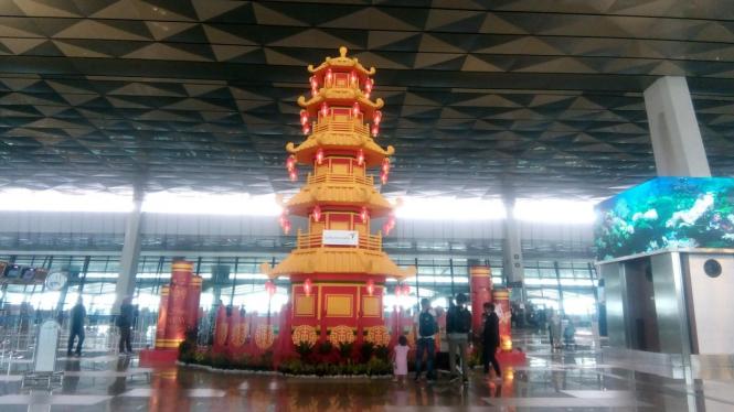 Hiasan Imlek di Bandara Soekarno-Hatta