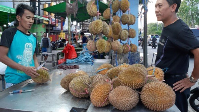 Pedagang Durian di kawasan Mangga Besar, Jakarta