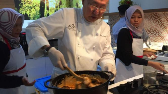 William Wongso masak gulai ayam