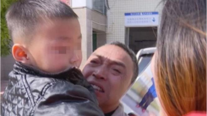 Bocah yang dijual orangtuanya, bertemu dengan kakeknya