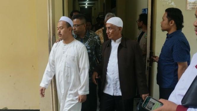 Ketua Persaudaraan Alumni (PA) 212, Slamet Ma'arif (kiri) saat diperiksa di Polresta Surakarta.