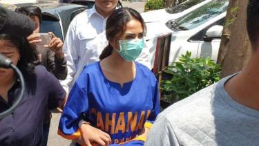 Vanessa Angel pakai baju tahanan