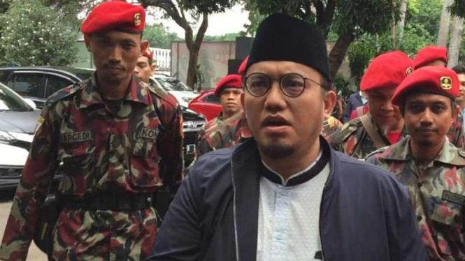 Koordinator Juru Bicara Badan Pemenangan Nasional Prabowo-Sandiaga, Dahnil Anzar Simanjuntak, menjalani pemeriksaan lanjutan kasus dugaan penyelewengan dana kemah dan apel Pemuda Islam Indonesia.