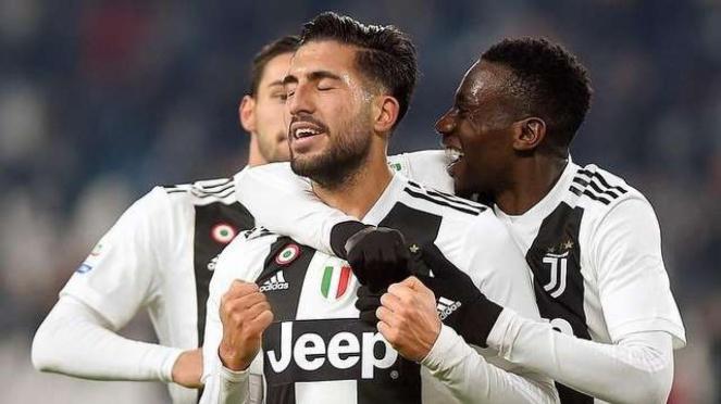 Gelandang Juventus, Emre Can, melakukan selebrasi usai mencetak gol