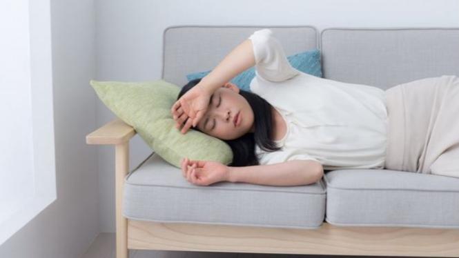 Ilustrasi wanita kelelahan.