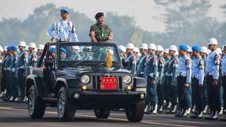 Panglima TNI Marsekal Hadi Tjahjanto (kanan).