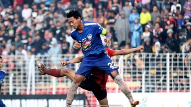Duel Persibat Batang vs PSIS Semarang.