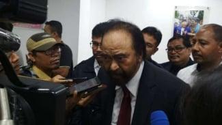 Ketua Umum Partai Nasdem Surya Paloh usai konsolidasi dengan kader di kantor Badan Pemenangan Pemilu Nasdem Jatim di Surabaya pada Sabtu malam, 9 Februari 2019.