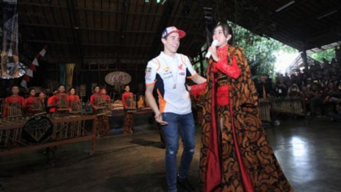 Marc Marquez di Saung Angklung Udjo, Bandung