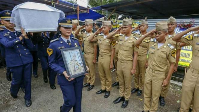 Upacara pemakaman Aldama Putra, taruna Akademi Teknik Keselamatan Penerbangan (ATKP) Makassar, yang tewas diduga dianiaya seniornya.