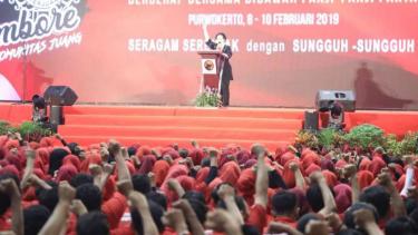 Ketua Umum PDIP Megawati Soekarno Putri saat beroarasi di Jambore Kader Komunitas Juang PDI Perjuangan Jawa Tengah di GOR Sasana Krida Raga Satria, Banyumas, Minggu, 10 Februari 2019.