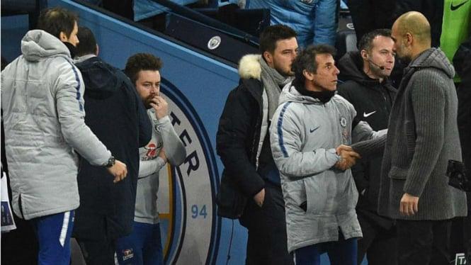 Manajer Manchester City, Pep Guardiola, saat tak disalami oleh Maurizio Sarri