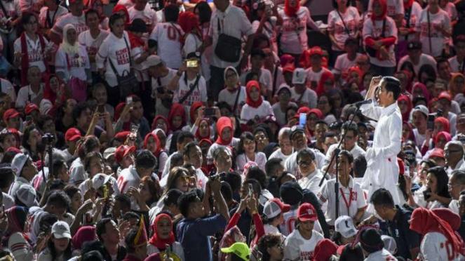 Calon Presiden nomor urut 01 Joko Widodo menghadiri deklarasi alumni SMA.