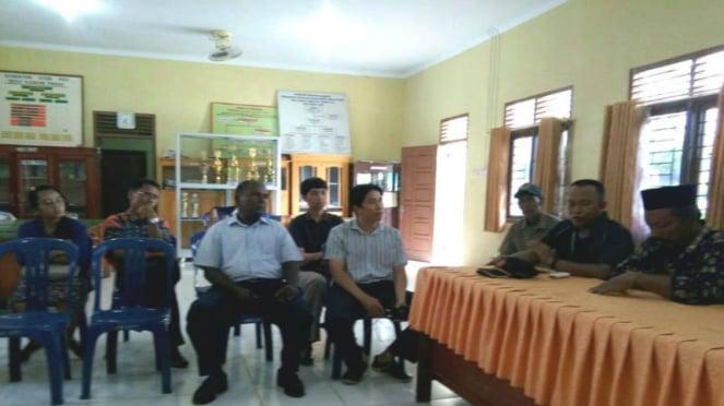 Jemaat penganut Yehuwa dipanggil di Kantor Balai Desa Kasang Pudak.