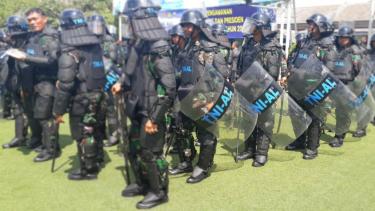 Personel Komando Armada saat latihan pengamanan Pemilu