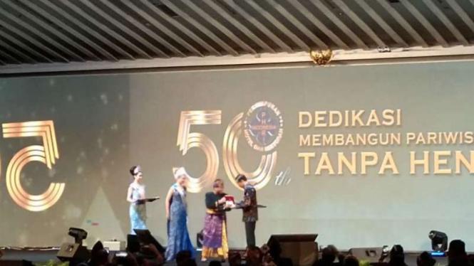 Presiden Jokowi dinobatkan sebagai Bapak Pariwisata Nasional